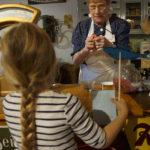 Foto mit Martha im alten Kaufmannsladen